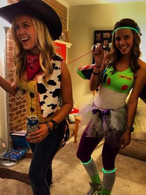 18 Cute Unique DIY Halloween Costumes For Best Friends | Gurl.com  sc 1 st  Pinterest & 18 Cute and Unique DIY Halloween Costumes For Best Friends Everyone ...