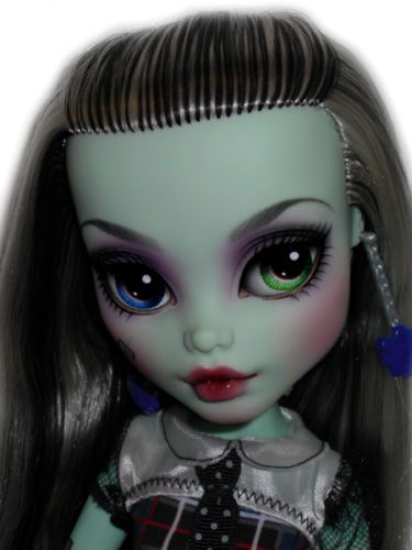 OOAK-custom-Monster-High-doll-repaint-Frankie-Stein-17-goth-bjd