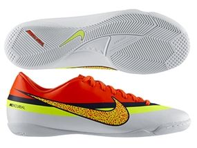 The Nike CR Mercurial Victory indoor shoes are build for speed. Don't get
