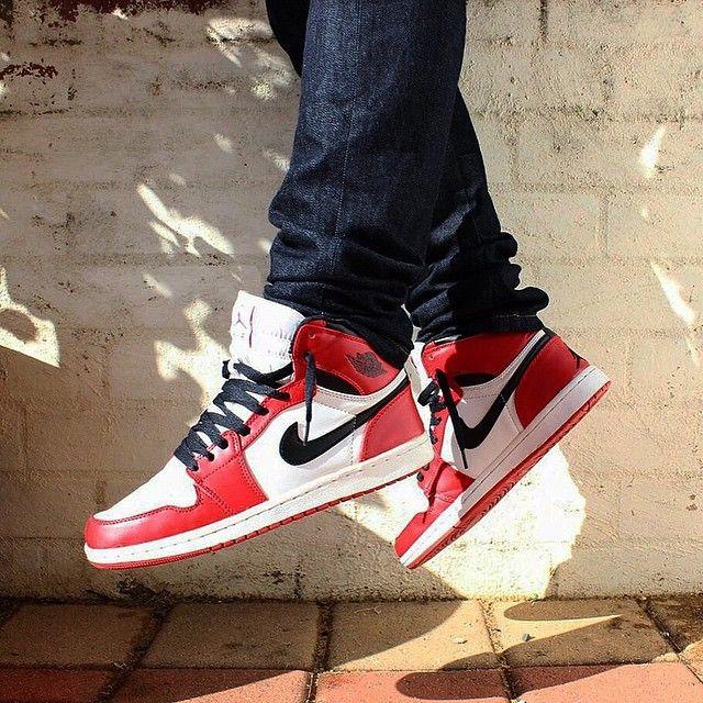 "Nike a Jordan 1 ""Chicago"" Nike, Sneakers nike, Sneakers"