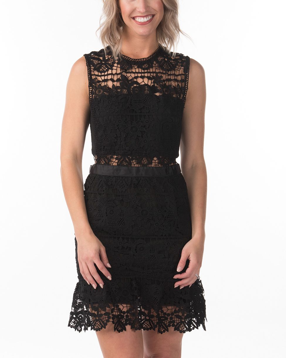 Create an outstanding ensemble when adorning this one-of-a-kind shift dress! This sleeveless dress has been floral crochet lace constructed and features a keyhole back detail.