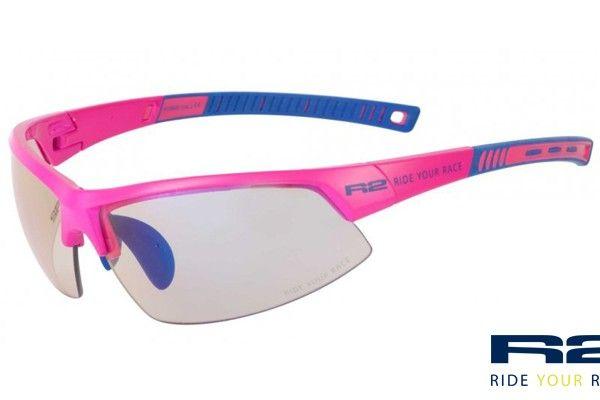 R2 AT063 E sport napszemüveg. Rózsaszín keretét grilamidból gyártották  értékes tulajdonságai miatt. Könnyű 6d848606c2