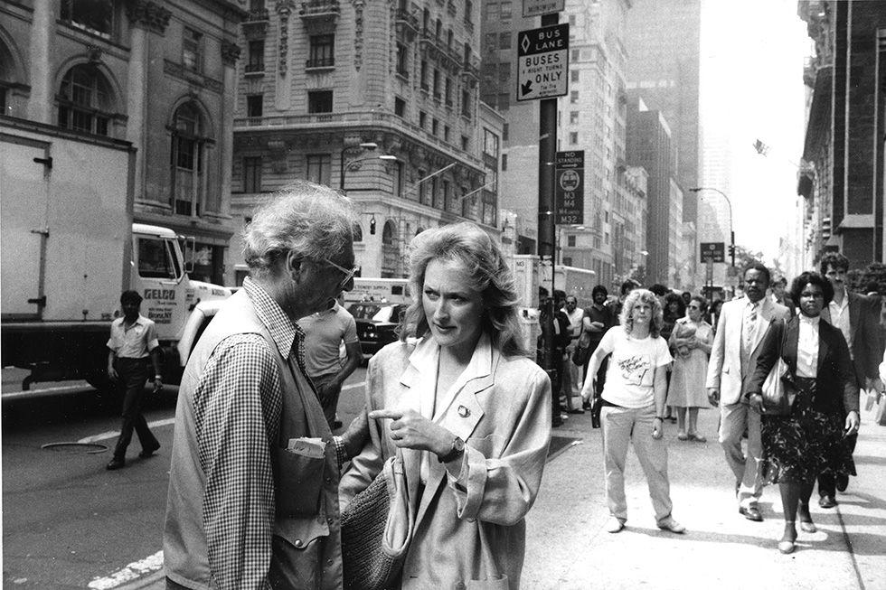 """Meryl Streep e il regista Ulu Grosbard durante le riprese di """"Innamorarsi"""" a New York (AP Photo/Marty Lederhandler)"""