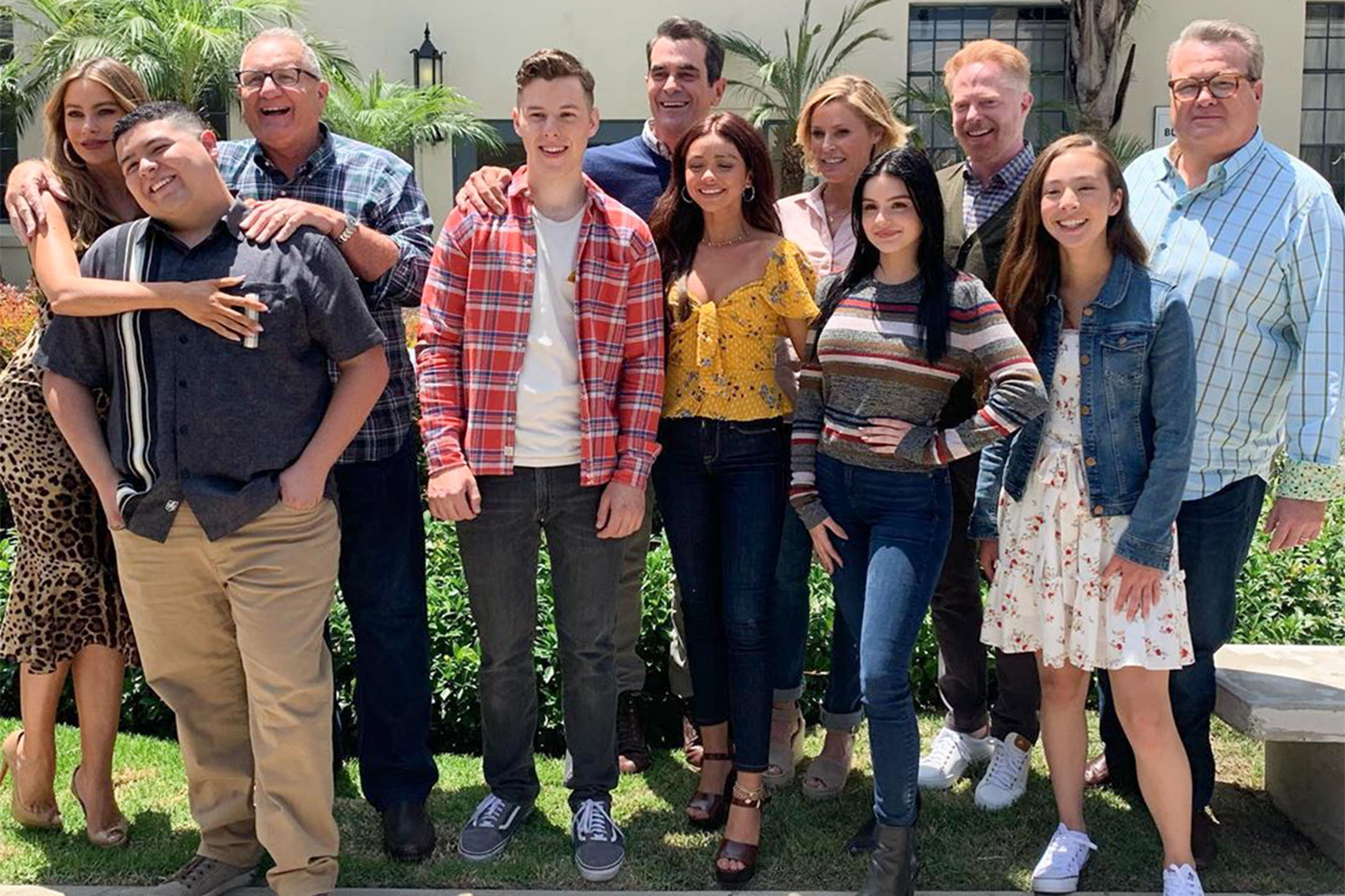 Abc S Promotional Photo For Modern Family S Final Episodes Will Tug At Your Heart Strings In 2020 Modern Family Charlie Chaplin Modern Times Photo