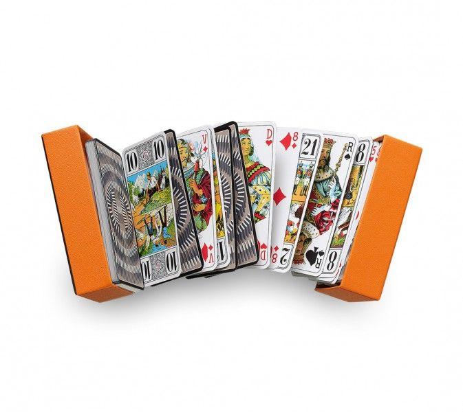 Amusez-vous en famille ou entre amis avec ces nouveaux jeux de société et  jeux de cartes disponibles sur Hermès, notre boutique en ligne 13f0a0b98257