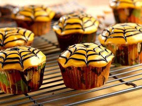 spider-web-cupcakes, food, recipe, cupcake recipe, halloween - how to decorate cupcakes for halloween