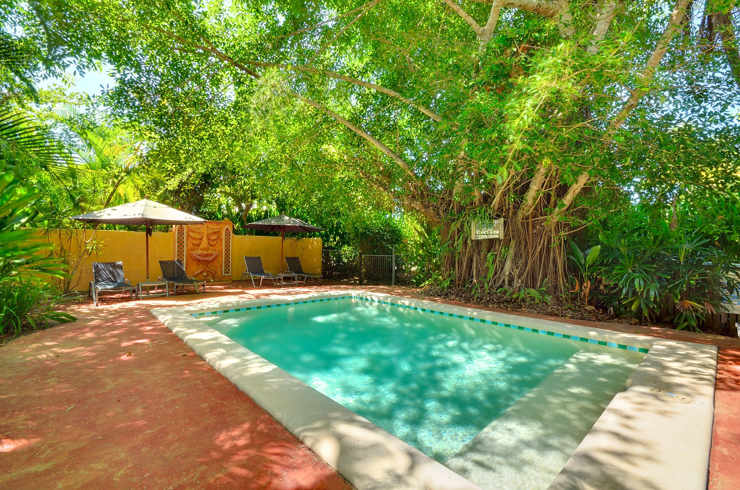 Luxury beach hut accommodation in Mission Beach. Three air ...