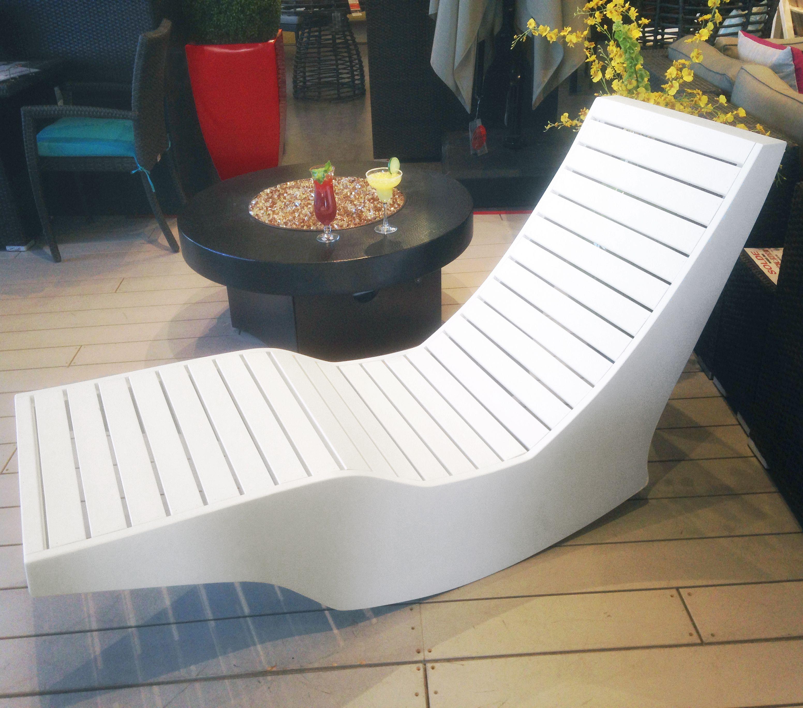 La Chaise Longue Billard chaise longue berçante extérieure conçue et fabriquée par