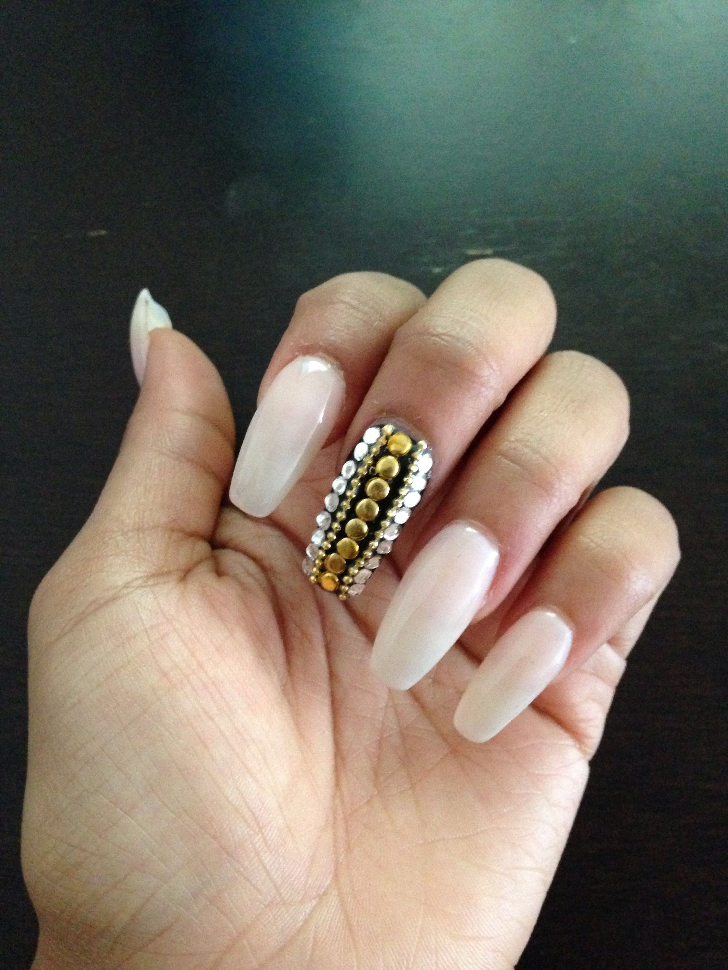 New nails! Coffin shape! Love the bling placement. | {{иαιℓѕ.иαιℓѕ ...