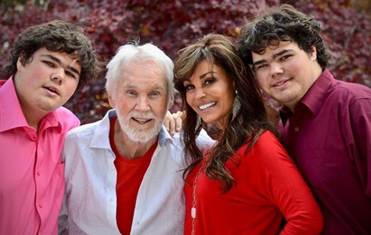 Meet Kenny Rogers Wife Wanda Miller Rogers Pictures Country Music Singers Country Music Singer