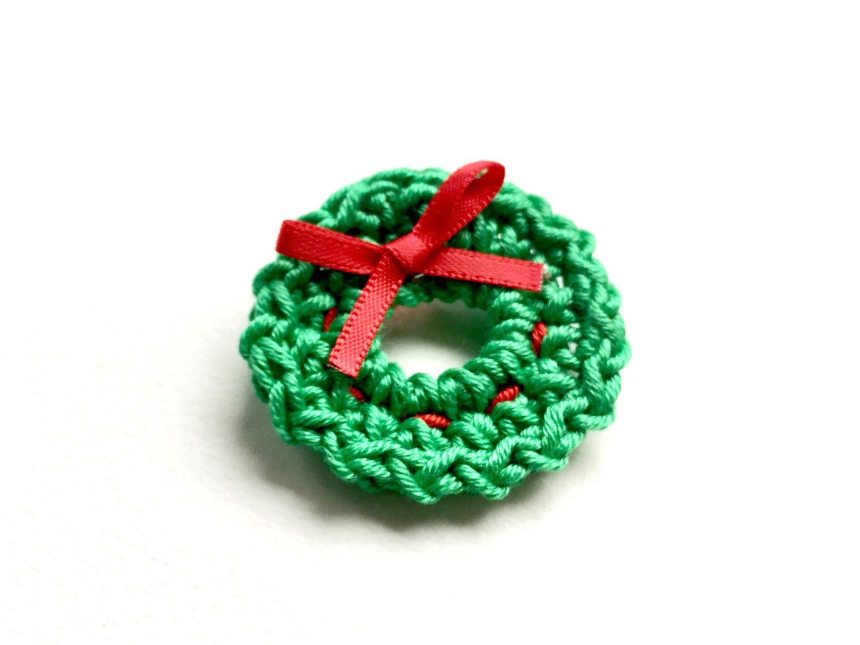 Photo of Crochet wreath brooch
