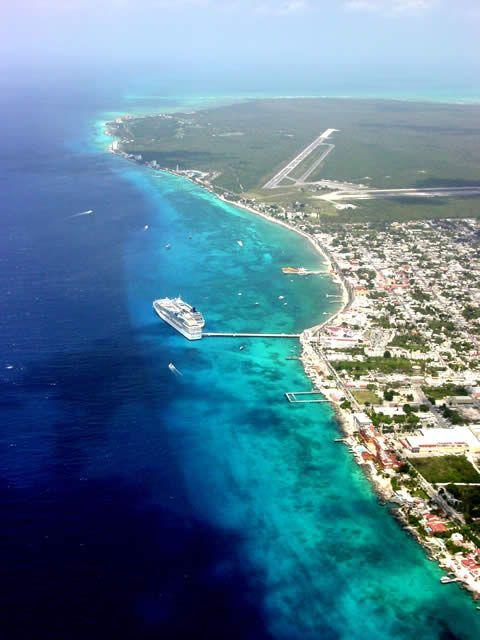 Es la playa en Cozumel. Se puede buceo y esnórquel.
