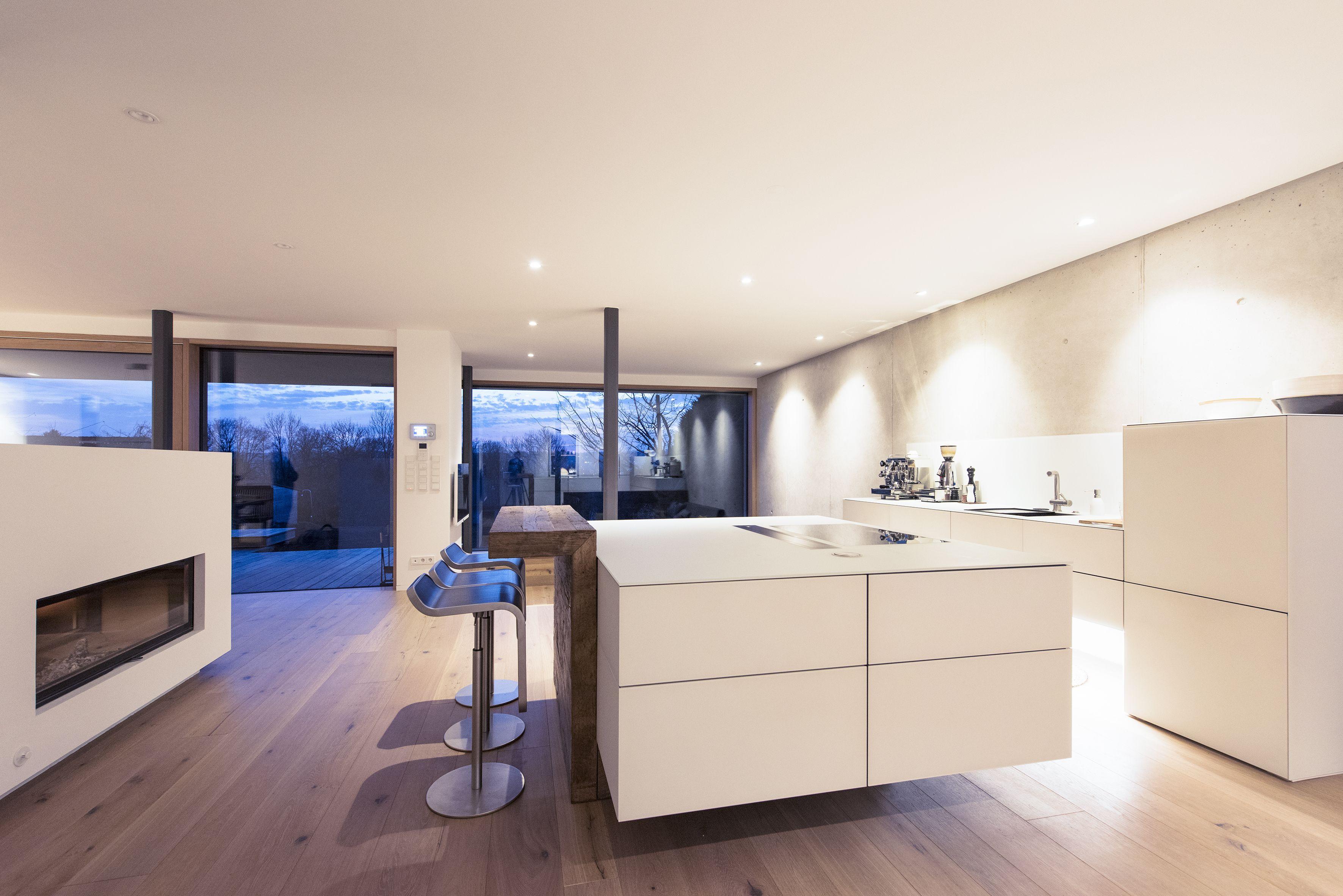 Eine Traumküche im Münchner Süden. Die Küche mit Glasfronten ...