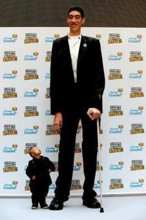 World S Tallest And Shortest People Tall Guys Tall People