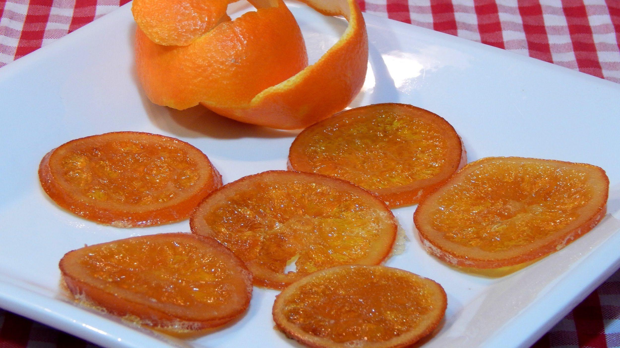 SI necesitas un adorno original para tus tartas o pasteles, no dudes en elaborar esta receta fácil de naranja confitada, con ella conseguirás un adorno comes...