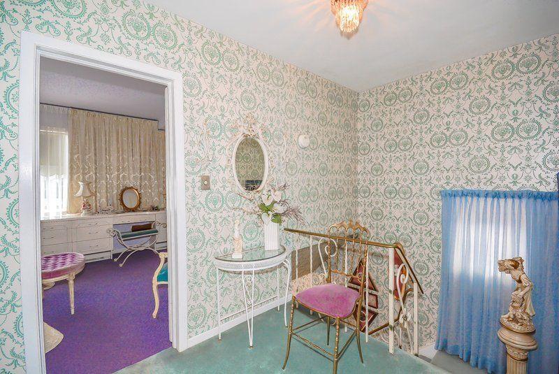 l 39 int rieur de cette maison vous ram nera en 1960 maison ann e 50 60 pinterest. Black Bedroom Furniture Sets. Home Design Ideas