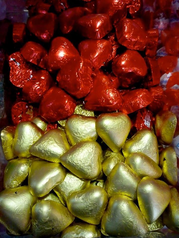 Chocolatinas forma de corazón de chocolate con leche y blanco
