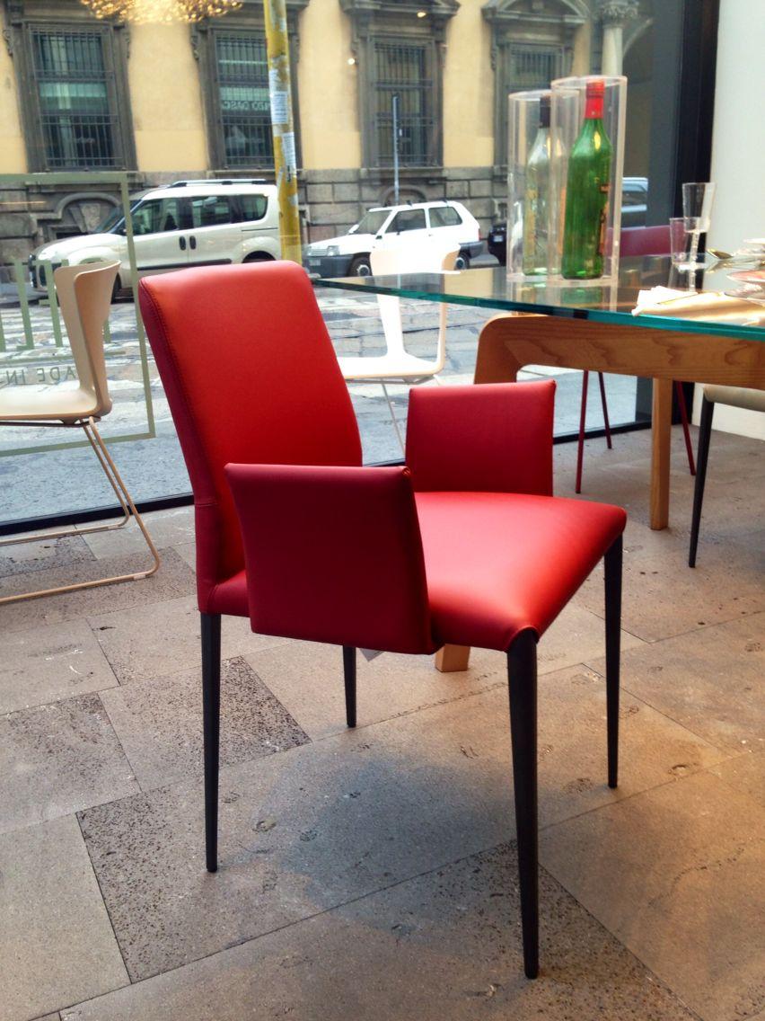 Anteprima fuori salone milano riflessi sedia aurora sedia for Sedie per salone