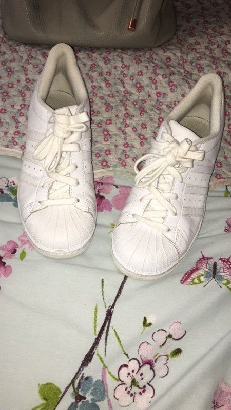 c1e461eaceda7 #vinted Excellent condition, only been warn a few times. Size 5, original  Adidas superstars all white. Any questions please feel f.