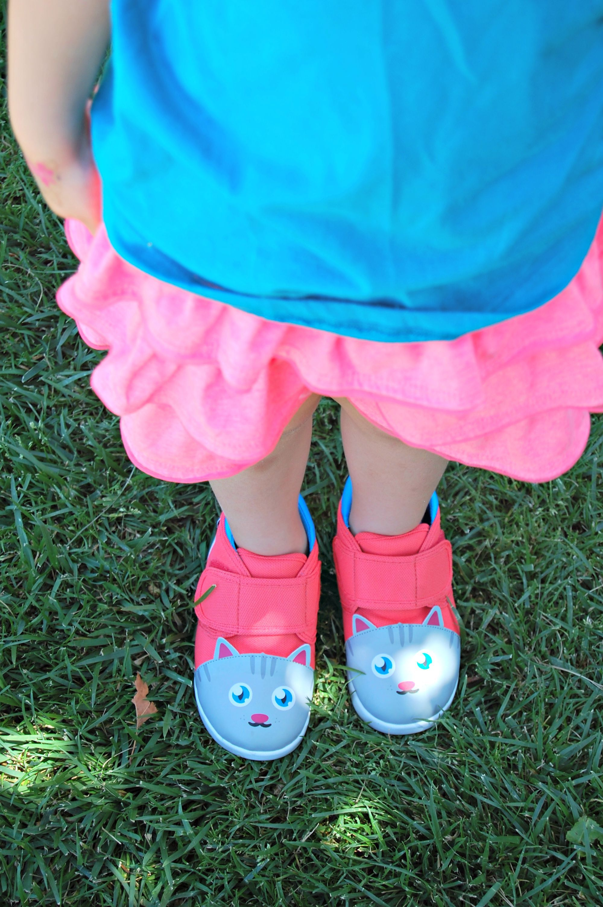 Abbey Reviews Ikiki Chairman Meow Squeaky Shoes