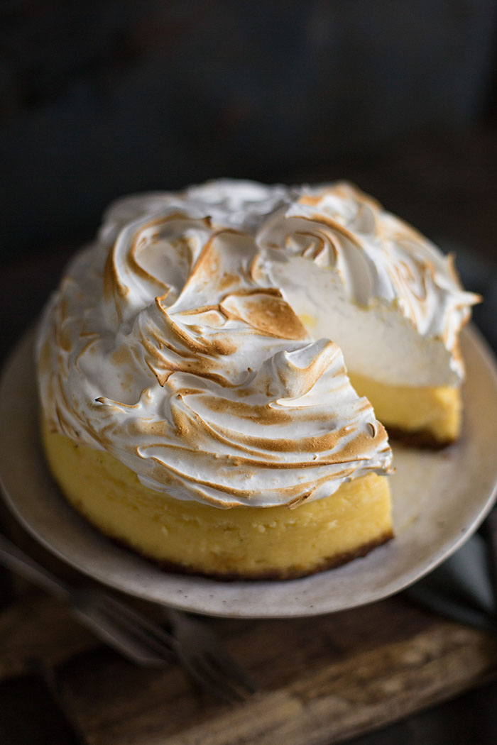 lemon meringue cheesecake #lemonmeringuecheesecake Lemon meringue cheesecake recipe | Drizzle and Dip #lemonmeringuecupcakes