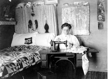 Afflictor Com The Sewing Machine Was The Smartphone Of The Nineteenth Century Sewing Quilting Frames Treadle Sewing Machines