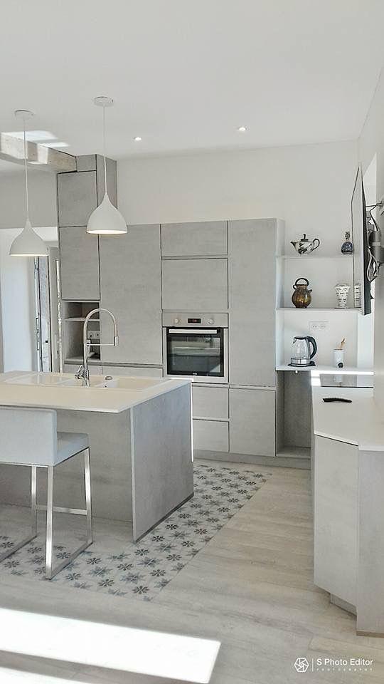 Projet façade béton gris Plan de travail dekton sol carreau de - hotte integree dans meuble haut
