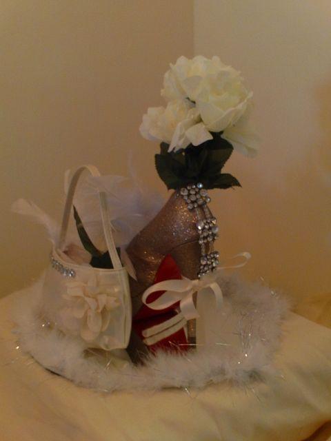 Shoe centerpiece gold glitter high heel pump with