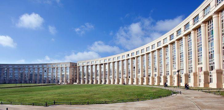 La place de l 39 europe montpellier lieu touristique - Piscine place de l europe montpellier ...