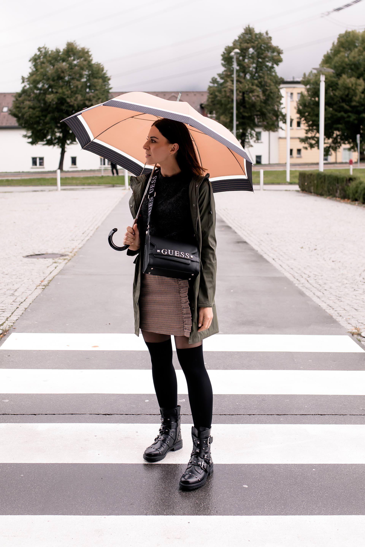 Mein Regenwetter Outfit Mit Biker Boots Minirock Und Regenparka