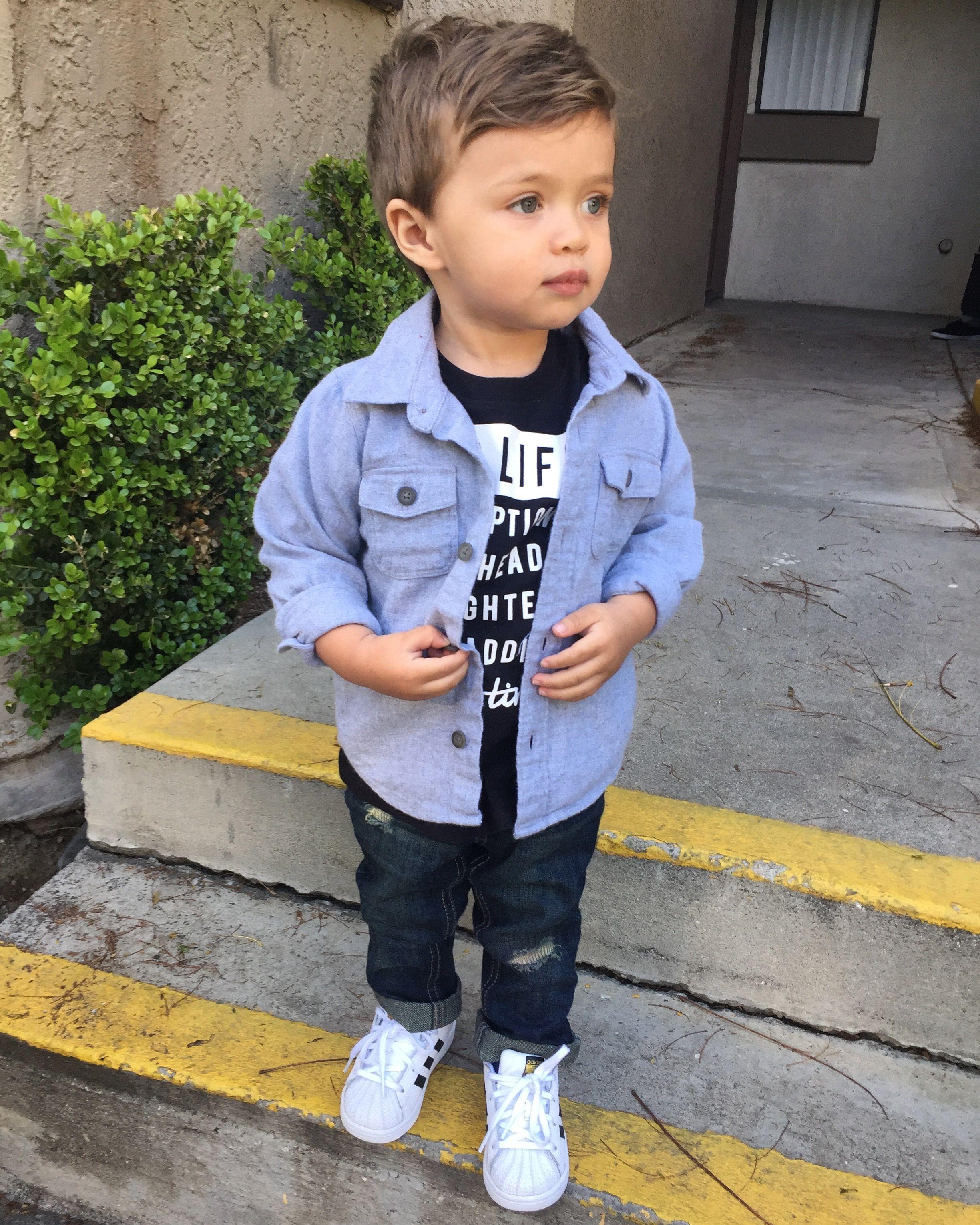 Kid Haircuts With Outfit: Atuendos Para Niños, Moda