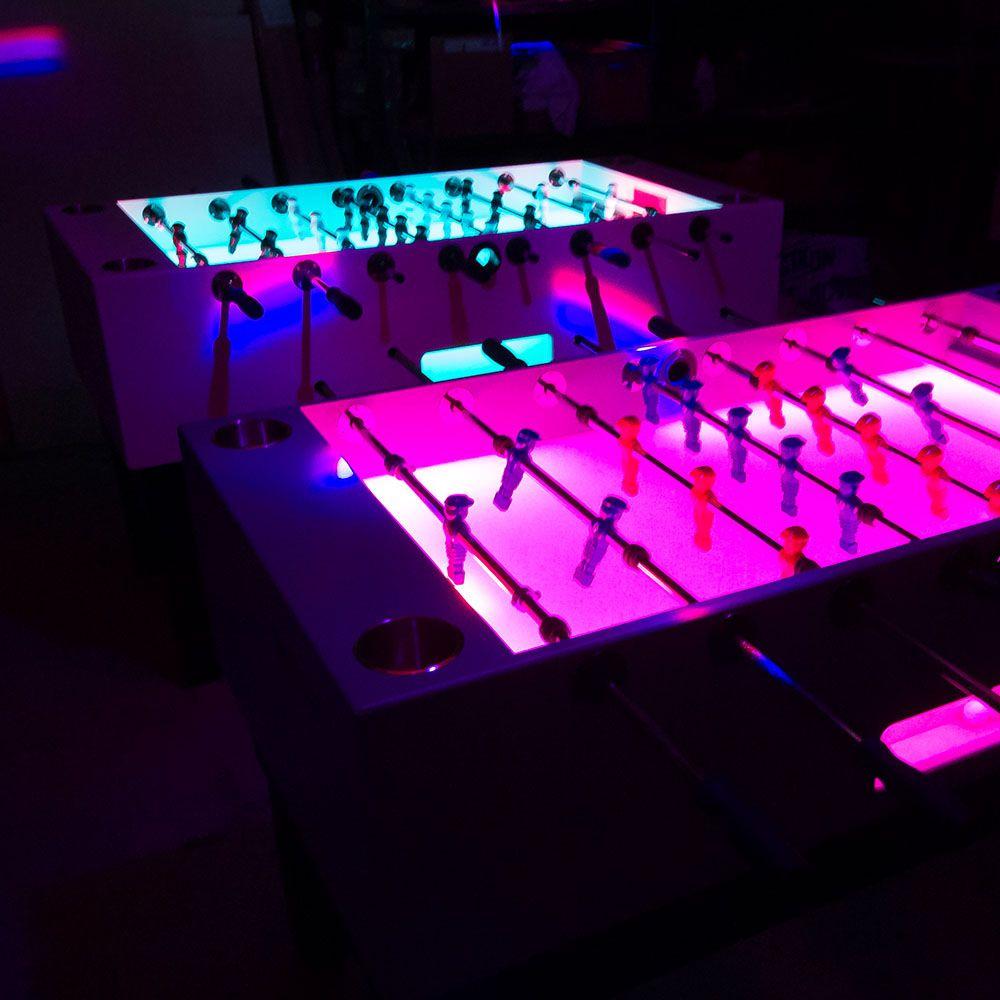 Party Mit Kickern Im Dunkeln Kicker Tisch Partybeleuchtung Kicker