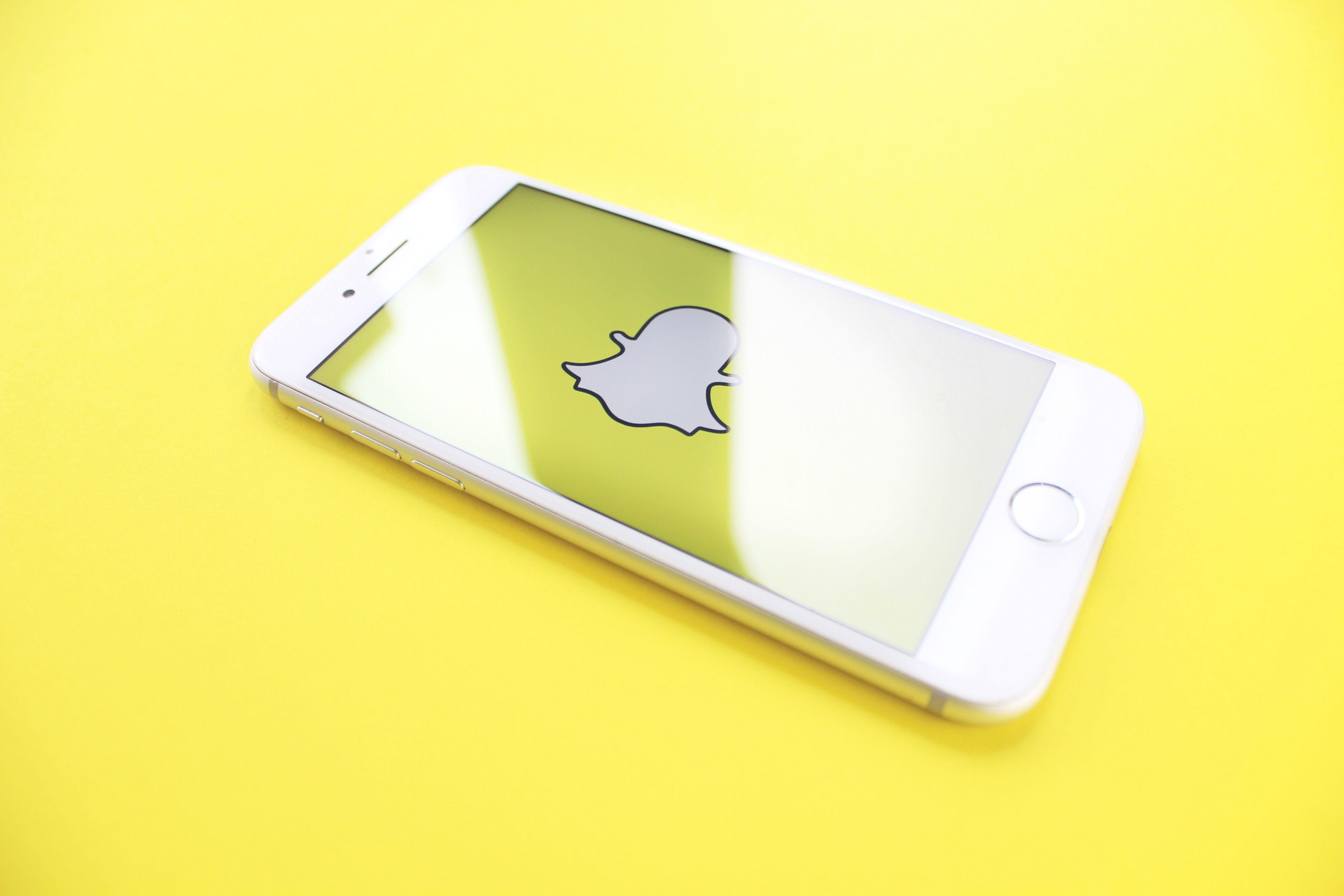 Yellow aesthetic wallpaper 🤩 🌙🌙🌙 Snapchat marketing