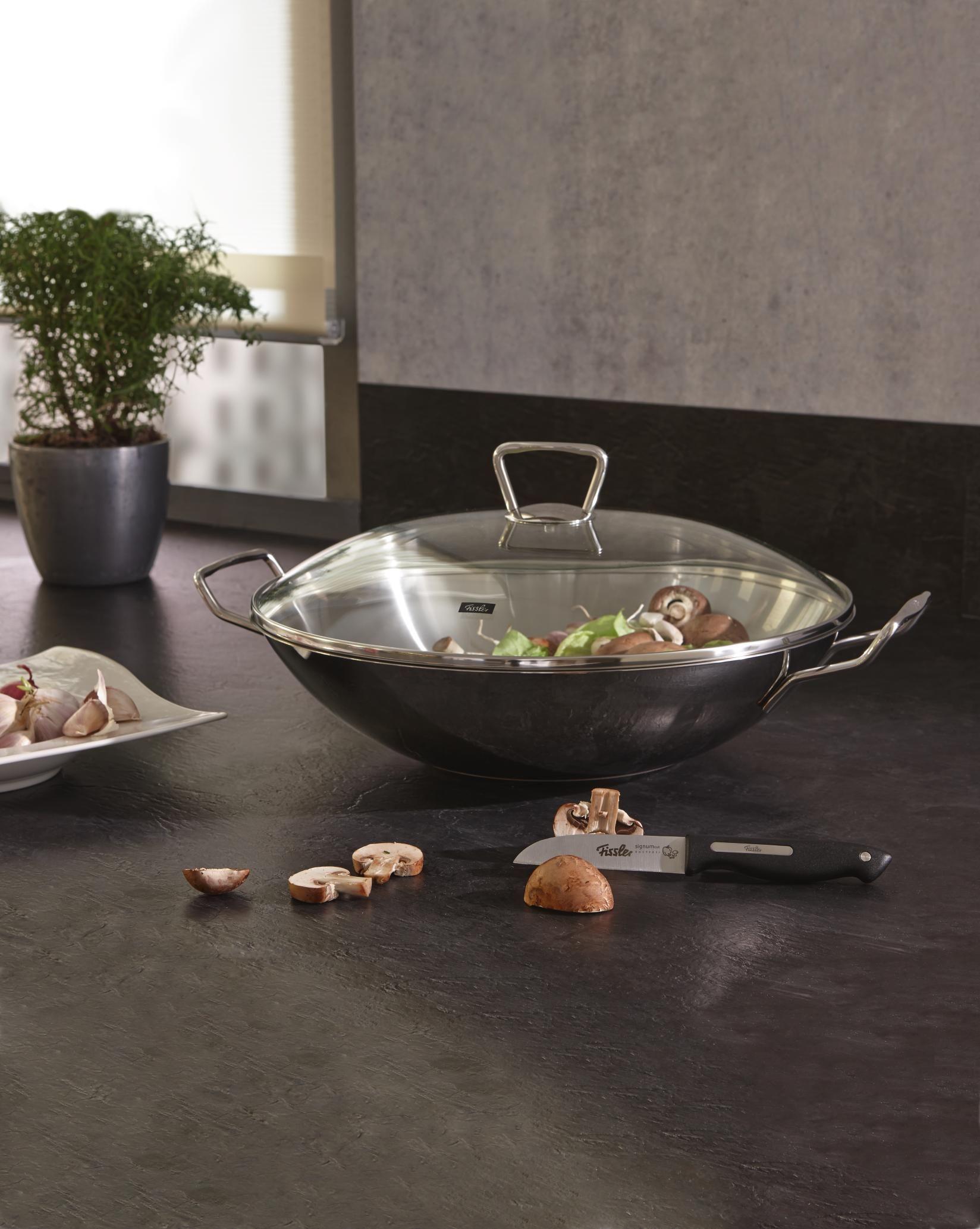 Eleganter Wok Von Fissler Aus Edelstahl Mit Glasdeckel Kuche Kuchentrends Kuchen Helfer