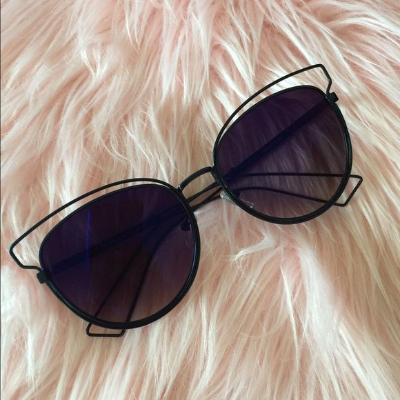 34fb2cbb4a1d WIRE MIRROR SUNGLASSES Beautiful mirror wire sunglasses! Brand new! Frame  is cateye shape Wired frame! Trendy for summer  16 Limited supply! no  trades no ...