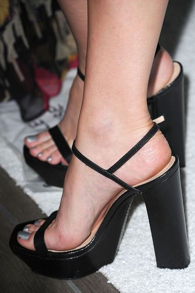 Ideal Rate sexy feet and legs the