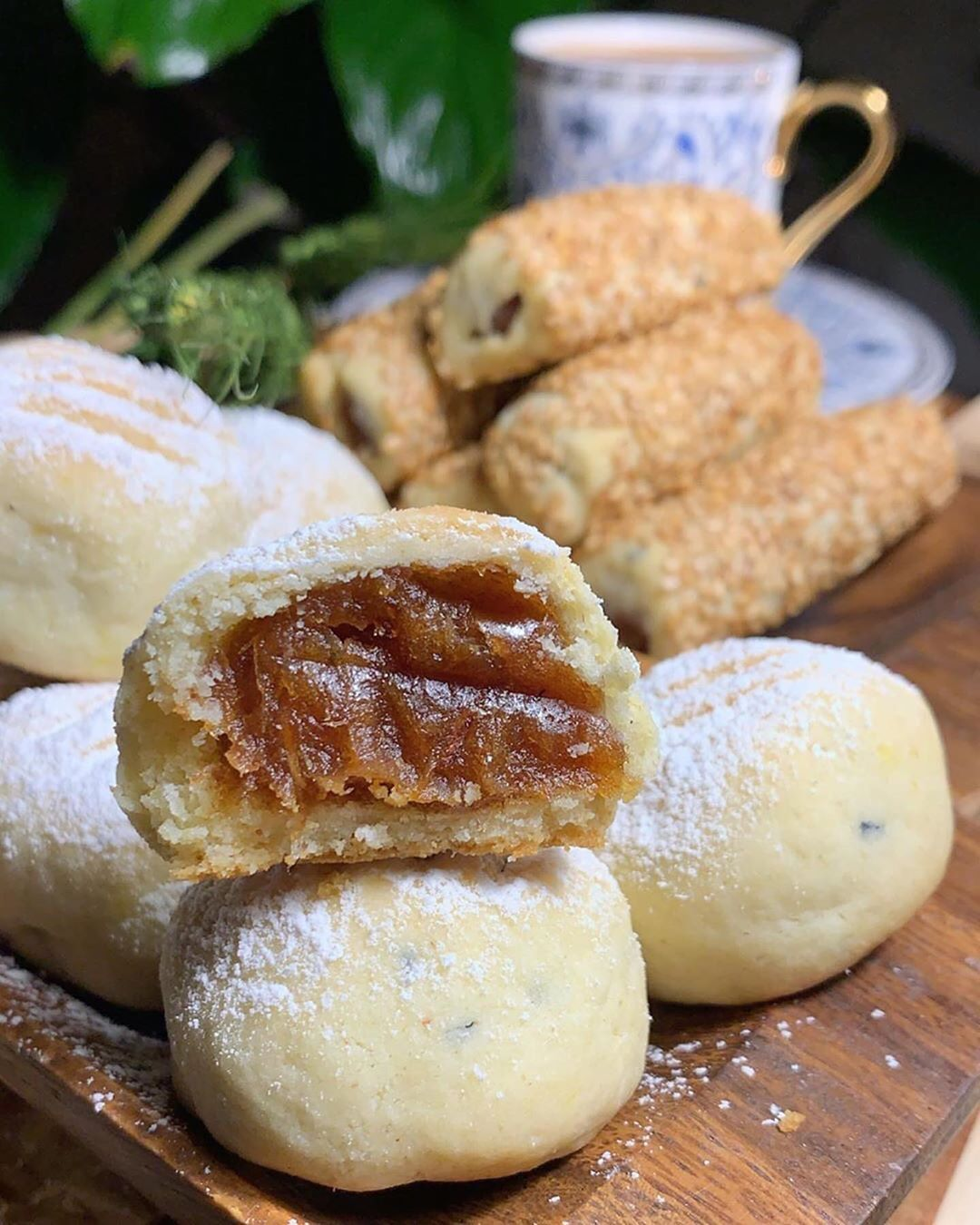 سنعات للحلويات On Instagram سنعآت Manosh معمول تمر كوب طحين ربع كوب سكر بودره ربع كوب حليب Arabic Sweets Recipes Sweets Recipes Recipes