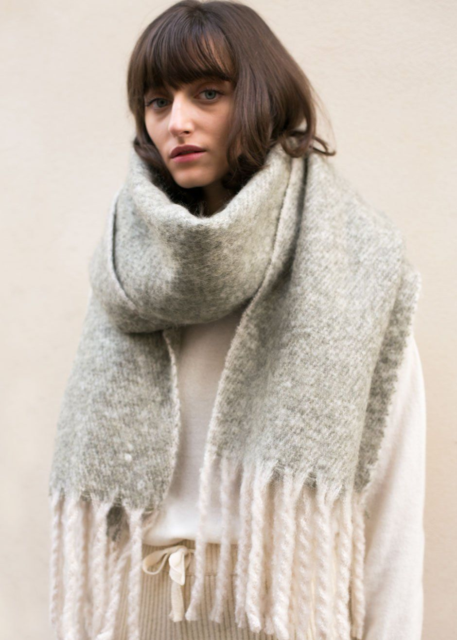 to wear - How to long wear scarf with fringe video