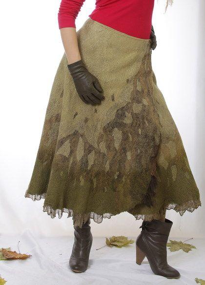 Юбка валяная Камыши. Юбка с запАхом, из шелка и шерсти. Поверхность юбочки выглядит как замшевое полотно с фактурным рисунком. Шелк для ее изготовления я покрасила природными красителями: травами и березовым листом.