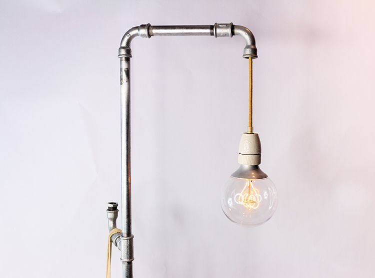 stehlampe selber machen  aus rohren im industrial style