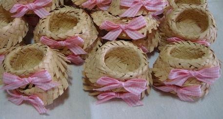 2a7e8ee6f514a mini chapéu de palha utilizado como forminha para doces