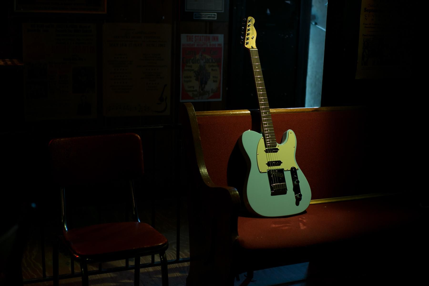 Life in the spotlight. #FenderDeluxeSeries                                                                                                                                                     Mehr