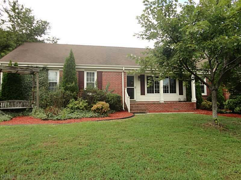 Houses For Sale At 816 Sycamore Ln Chesapeake Va 23322 Mls 1439149 Realestate Hamptonroads Com Chesapeake Va Brick Ranch In Ground Pools