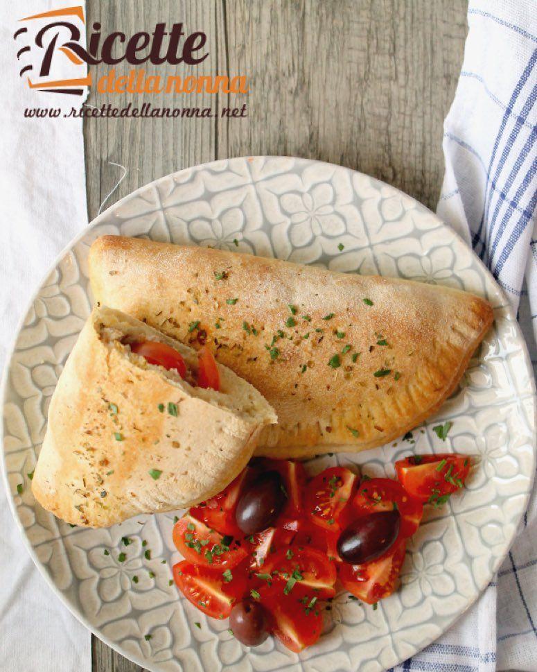 Calzoni ripieni salsiccia e ricotta  http://ift.tt/1Tmht1J #calzoni #salsiccia #panzerotti #foodporn #foodpornshare #vsco #foodstyle #food #cooking #foodstagram #follow #followme #instagood #instalike #instadaily #recipe #italianrecipe #italianfood #ricettedellanonna #good #love #happy #italy #passione #fotooftheday #foodblogger #chef #beautiful #instafollow #vscofood