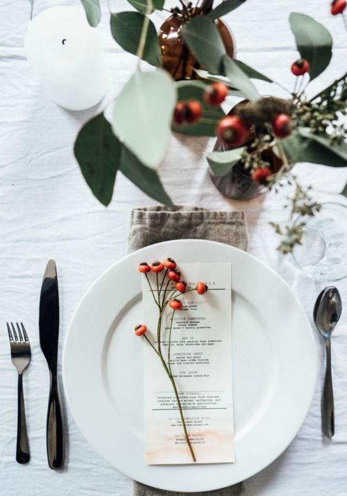 Christmas Table Setting – Classic Green and White