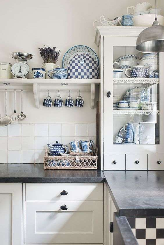 Gli arredi per una casa glamour. Arredamento Bianco E Blu Estate 2016 Arredamento Idee Per Interni Arredo Interni Cucina