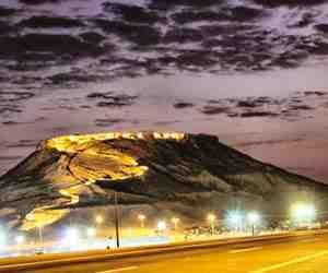دليل لايفوتك جبل الصعيرى يقع على قمة هذا الجبل بقايا شرف وبركة مياه حيث يشرف جبل الصعيرى على كاف والقريات بالإضافة أن يلتف حوله سور يقدم لا يفوتك مزيد