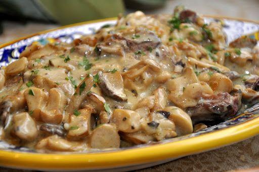 Costolette di maiale ai funghi (Pork Chops with Mushroom Cream Sauce)