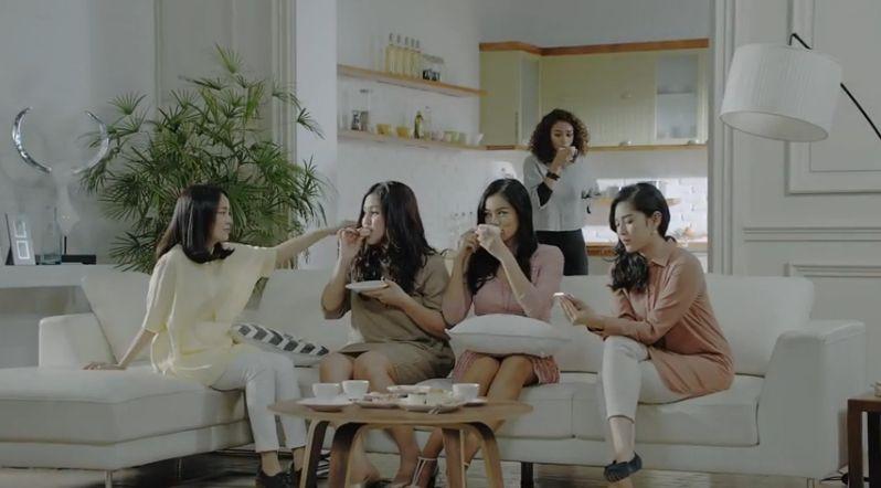 Ada Apa Dengan Cinta (2014) Minidrama LINE | Mirror selfie, Film, Scenes