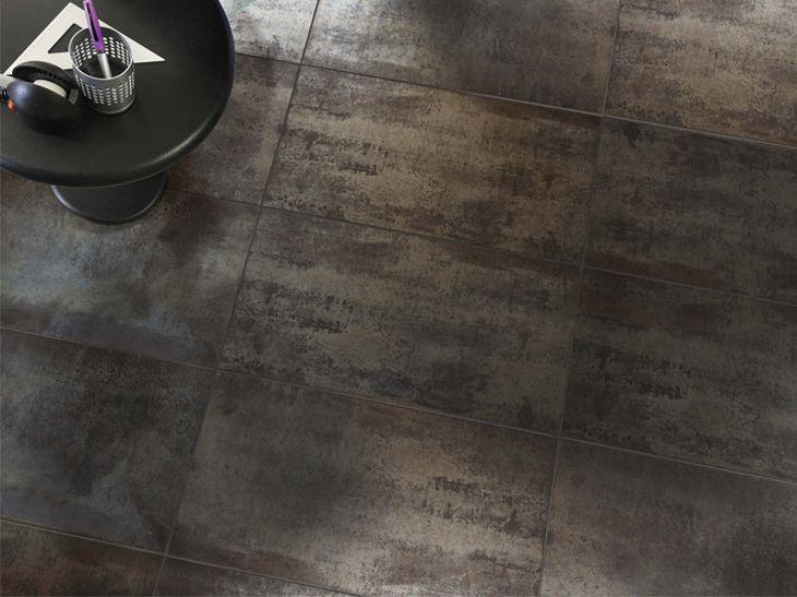 Des Carrelages Aspect Metal L Effet Matiere Tendance Leroy Merlin Pour La Credence Carrelage Carrelage Interieur Carrelage Sol